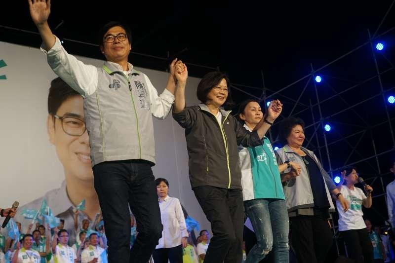 民進黨高雄市長參選人陳其邁在鳳山造勢,都在「想當年」。(民進黨中央提供)
