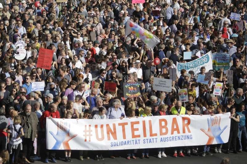 2018年10月14日,德國柏林舉行反種族主義大規模示威遊行(AP)