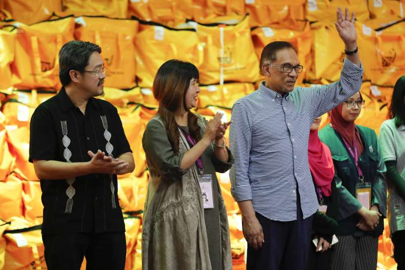 2018年10之13日,馬來西亞前副總理安華(Anwar Ibrahim)壓倒性贏得國會議員補選(AP)