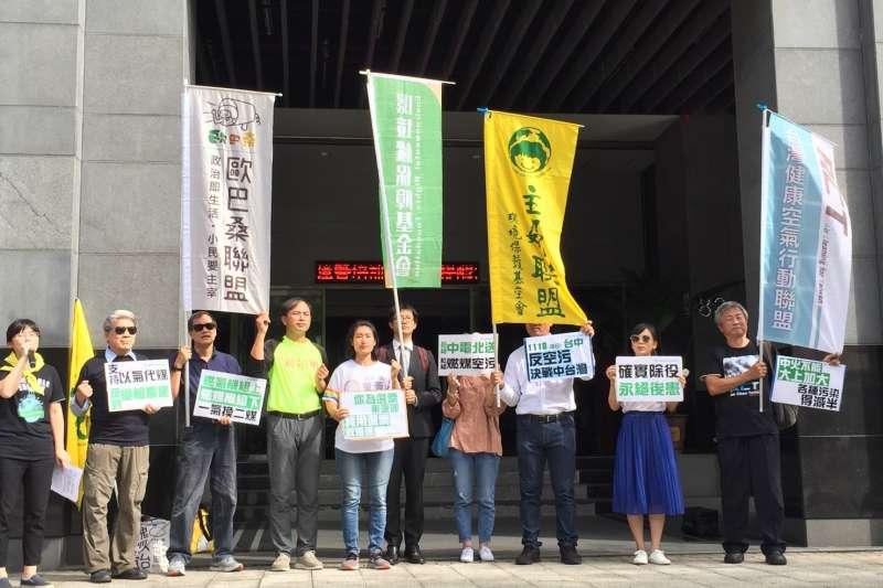 台灣健康空氣行動聯盟、主婦聯盟台中分會等民間團體15日召開中火燃氣環評初審記者會,並要求燃煤機組應早日除役,以防未來有重啟的可能。(台灣健康空氣行動聯盟提供)