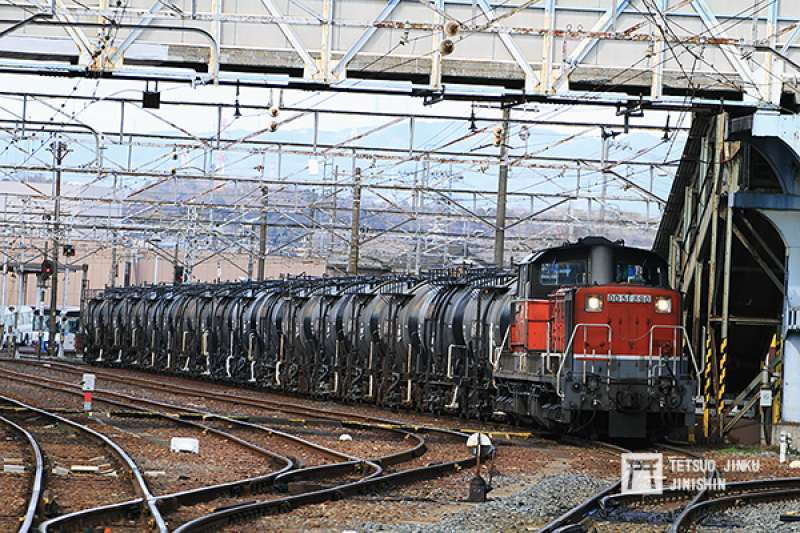 四日市是傳統重工業大城,因此JR線是以貨運為主,時常可見油罐列車。(圖/陳威臣攝|想想論壇提供)