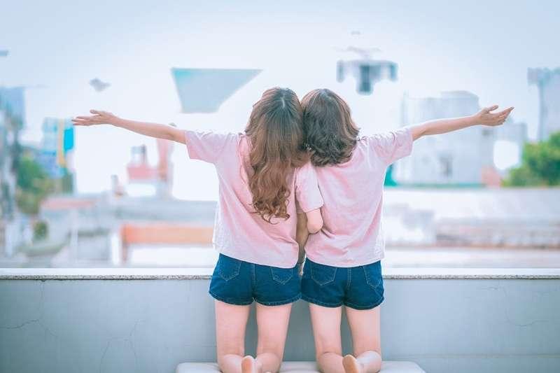 身邊的朋友形形色色,卻不是每個都能伴你一生!這八種朋友一遇上就是一輩子,值得好好珍惜!(圖/Pixabay@pexels)