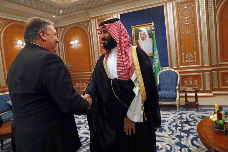 美國國務卿龐畢歐(Mike Pompeo)10月16日與沙國王儲穆罕默德見面。 (AP)