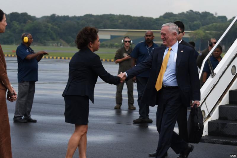 美國國防部長馬提斯2018年10月到新加坡出席東協防長擴大會議(美國國防部照片)