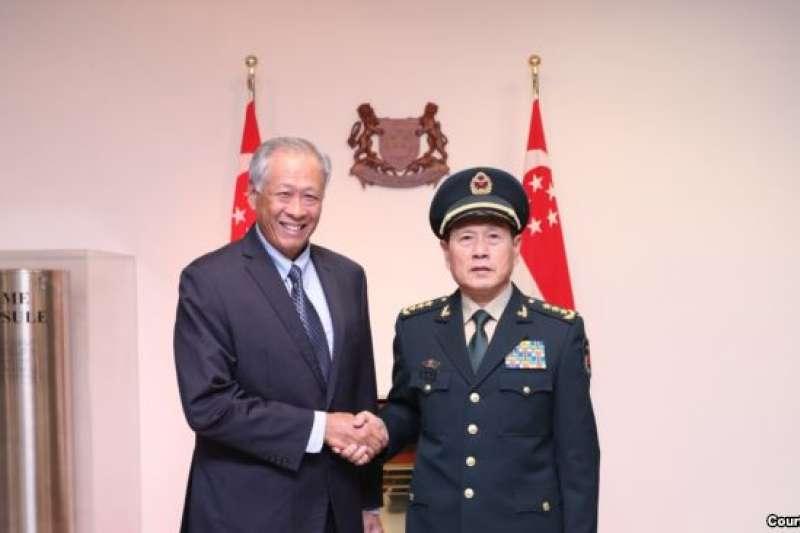 2018年10月18日,新加坡國防部長黃永宏與中國國防部長魏鳳和會面(黃永宏國防部長推特帳號)