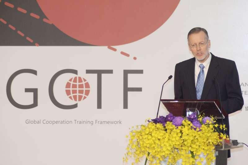 20181018-AIT美台「全球合作暨訓練架構」(GCTF)舉辦「培養媒體識讀以捍衛民主」工作坊,AIT處長酈英傑。(甘岱民攝)