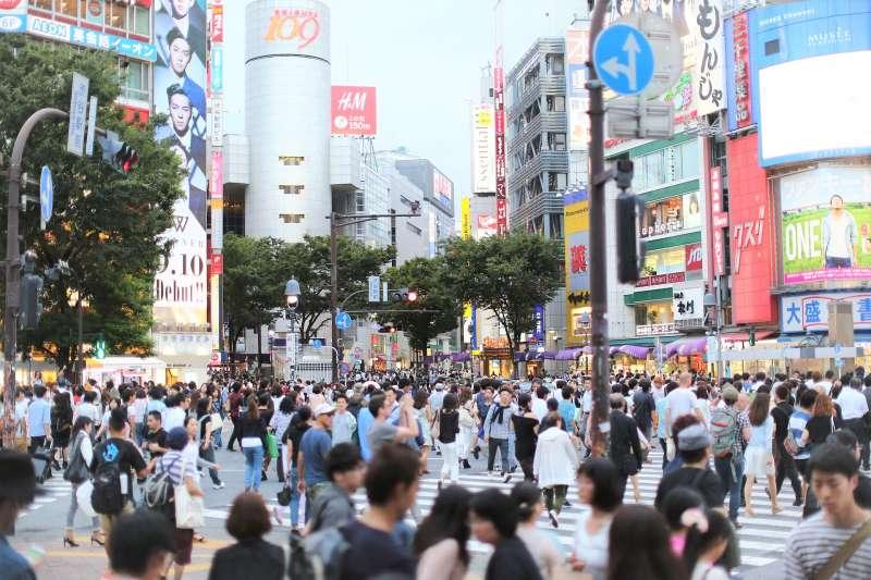 為何近年追求晚婚、甚至不婚不生的日本人,卻在最近趕著結婚、搶買家電呢?(圖/uniquedesign52@pixabay)