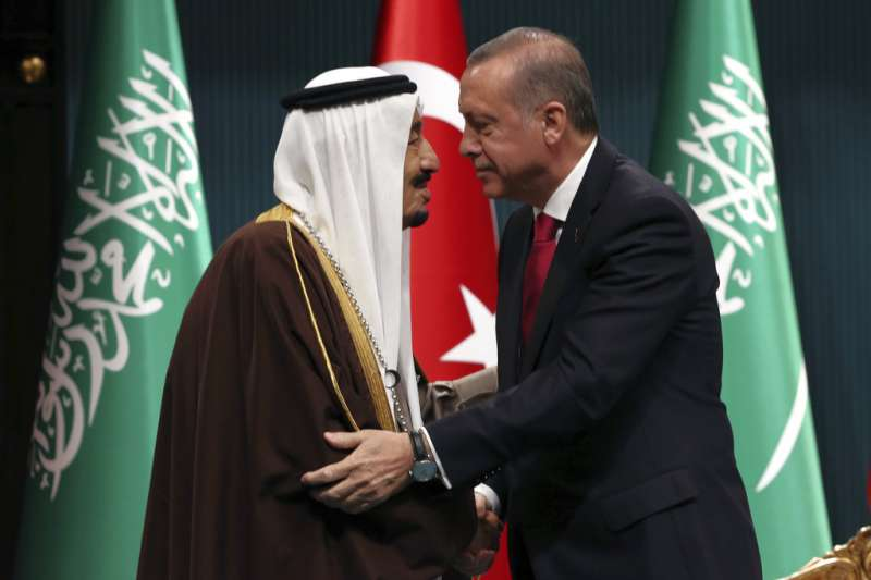 土耳其總統艾爾多安2016年曾與沙烏地阿拉伯國王薩勒曼見面。(AP)