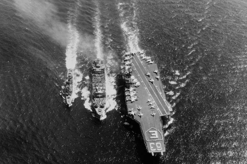 美軍傳統動力航母《小鷹號》(USS Kitty Hawk)(Wikipedia / Public Domain)