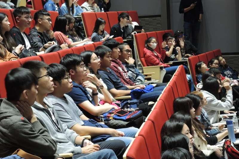 同學們認真聆聽、互動熱烈,把握每一次提問機會。(圖/龍巖提供)