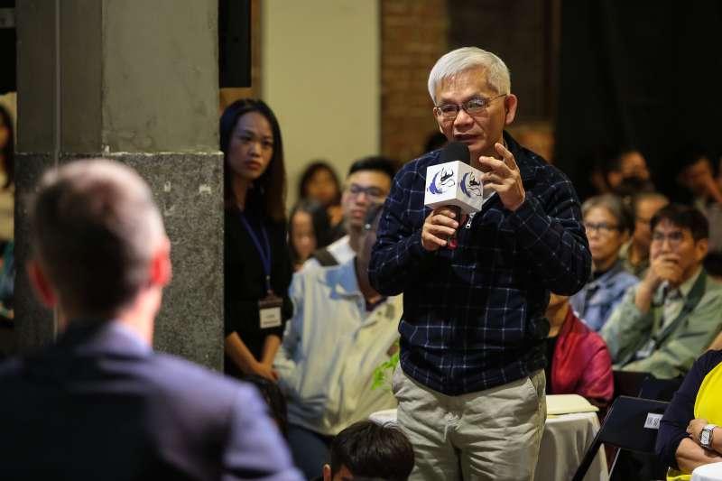 20181020-龍應台文化基金會20日舉辦思沙龍「1949中國內戰的七十年後」專題講座,旺報社長黃清龍向華盛頓郵報前北京分社社長 John Pomfret 提問。(顏麟宇攝)