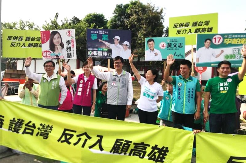 民進黨高雄市長參選人陳其邁,20日早上宣傳「反併吞」活動,並痛批中國製造假新聞影響台灣選舉。(陳其邁競選辦公室提供)