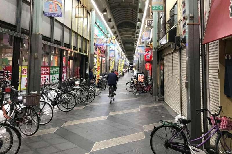 近五、六年來,在中資的買收下,大阪貧民區內一條「隱藏版中華街」開始慢慢形成。(圖/德國之聲)