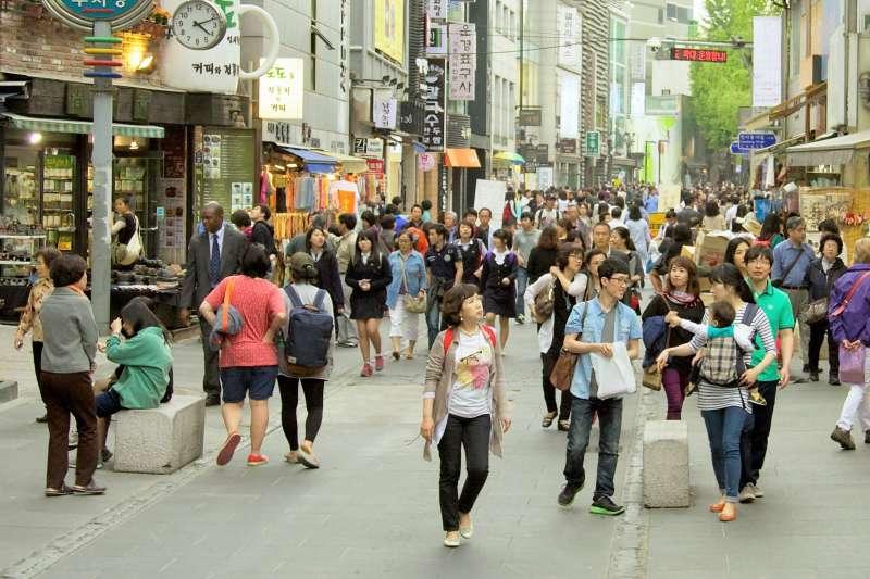 韓國人只有同齡才能當朋友。年紀是韓國人一輩子該承受的潛在壓力...(圖/Mario Sánchez Prada@flickr)