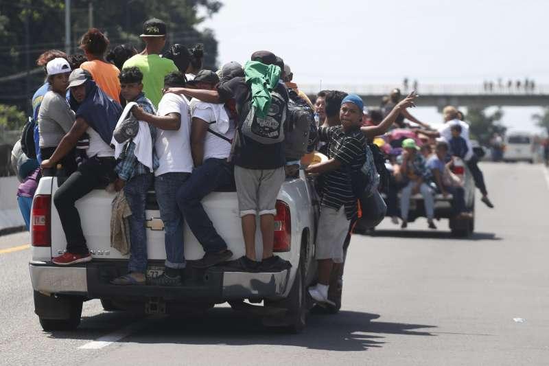宏都拉斯移民隊伍進入墨西哥(AP)