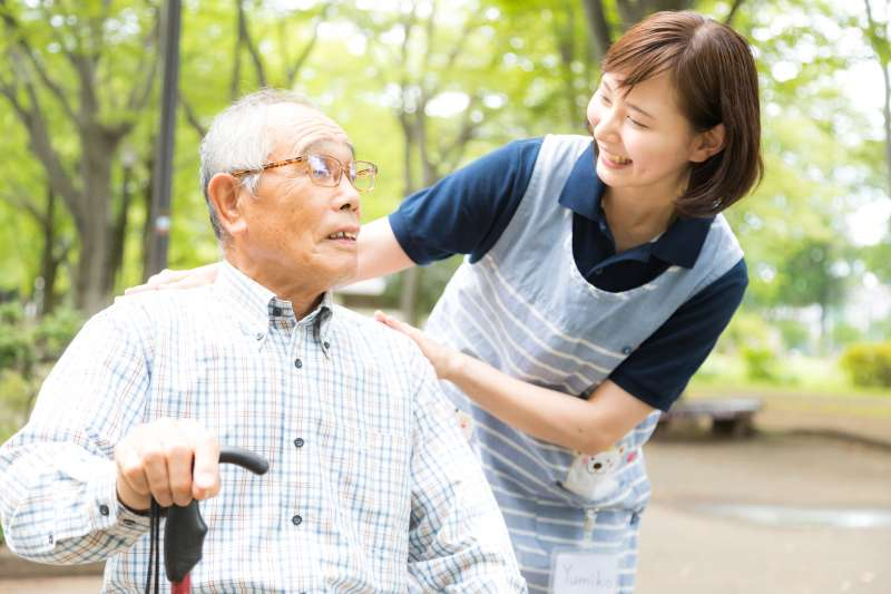 作者以自己照顧失智母親的經歷,談「疼痛管理、終老照護」的重要性,真誠演說感動200名史丹佛醫生。(示意圖/pakutaso)