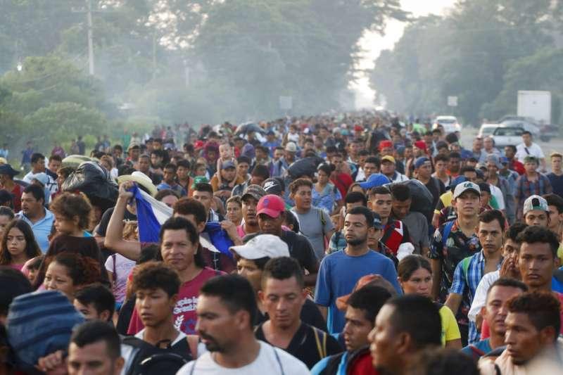 2018年10月21日,中美洲超過7000名移民抵達墨西哥南部,多數移民打算北上前往美國。(AP)