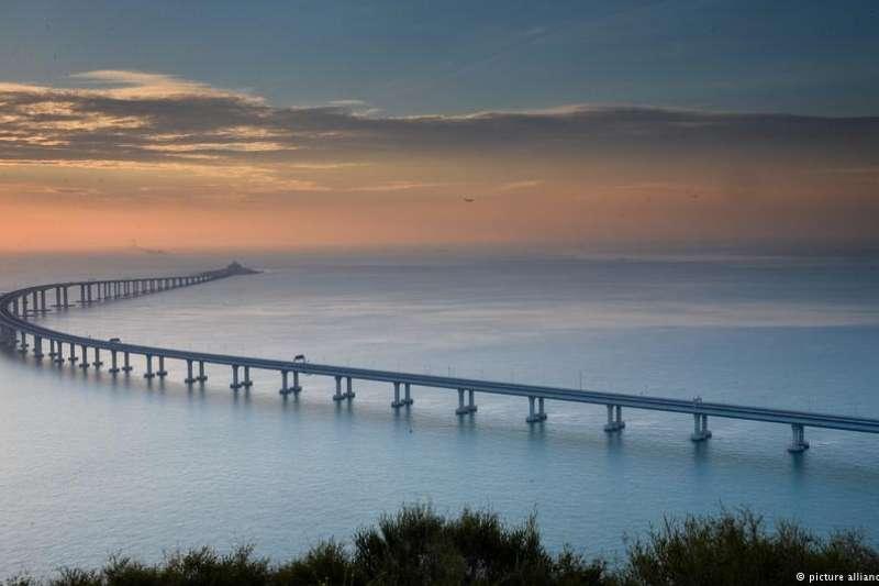全長55公里的港珠澳大橋是全球最長的跨海大橋。(德國之聲)