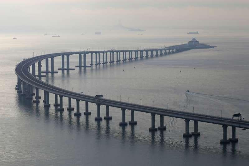 2018年10月23日上午,港珠澳大橋開通儀式在廣東珠海舉行。習近平出席儀式並宣布大橋正式開通。(AP)