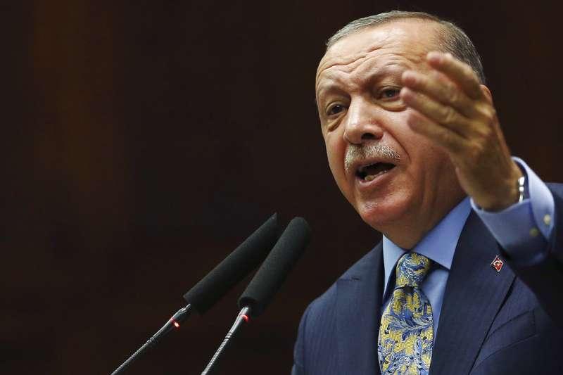 2018年10月23日,土耳其總統艾爾多安在國會發表演說,直ˋ指沙國預謀殺害哈紹吉。(AP)