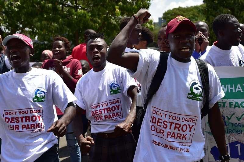 肯亞示威者反對中國企業興建的鐵路。(圖:TONY KARUMBA/AFP via Getty Images|*CUP提供)
