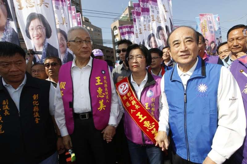 王金平(右)在中南部縣市整合幫了大忙,與吳敦義(左二)關係也明顯回溫。(郭晉瑋攝)