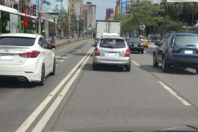 2018-10-24 取締機車違規行駛公車專用道照片(台北市政府警察局提供)