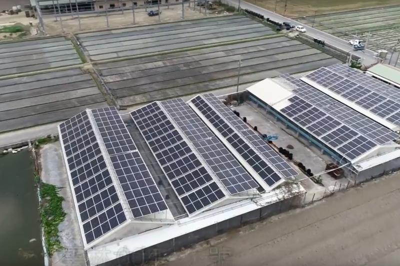 太陽能廠商涉嫌將發電設備「一物兩賣」,同時向中華電信、中租迪和融資;中華電疑似未做徵信,因而承受上億元損失。圖為中租迪和子公司中租能源的太陽能系統。(資料照,翻攝自中租Youtube影片)