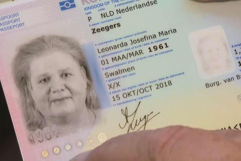 荷蘭雙性人澤格斯(Leonne Zeegers)的護照性別欄註記為「X」(翻攝網路)