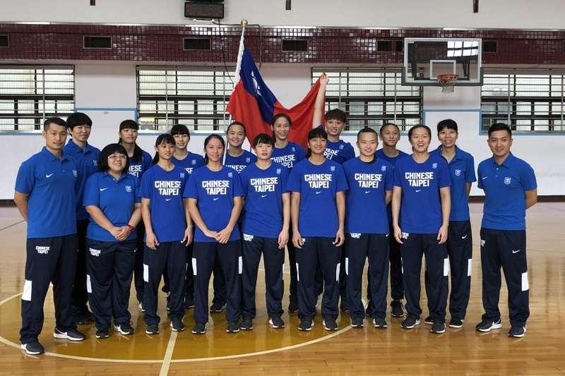 U18亞青女籃中華隊今天接受中華民國籃球協會授旗,26日將遠征印度爭取世青賽門票。 (圖/中華籃協提供)