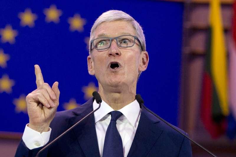 在市場認為蘋果快不行了,執行長庫克接受CNBC的節目專訪忙消毒,強調「蘋果的狀況從來沒這麼好過!」,他指出非iPhone事業成長飛快;其次蘋果在健康方面投入多年,預告2019年將推出新服務,要讓消費者耳目一新。(AP)