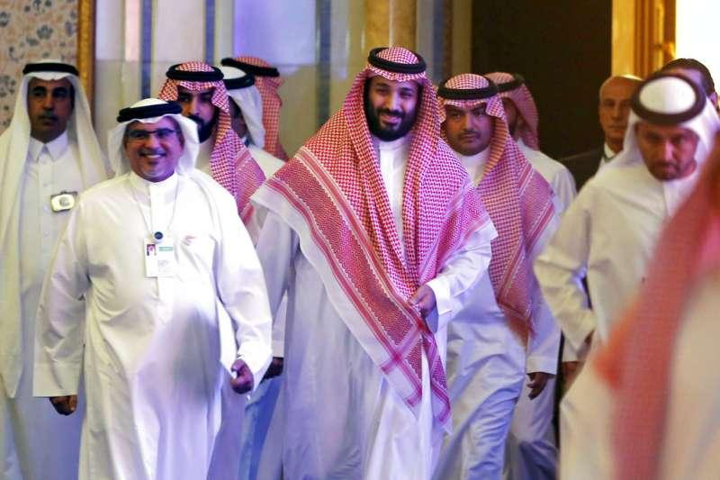 2018年10月24日,沙烏地阿拉伯王儲穆罕默德.本.薩勒曼(Mohammed bin Salman,中)出席未來投資倡議論壇。(AP)