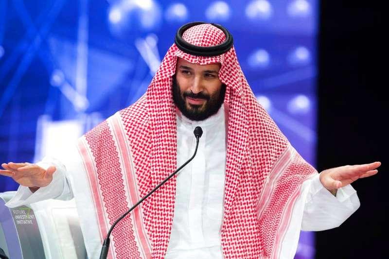 2018年10月24日,沙烏地阿拉伯王儲穆罕默德.本.薩勒曼(Mohammed bin Salman,中)出席未來投資倡議論壇,首度提到哈紹吉案。(AP)