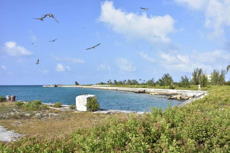 美國夏威夷群島,法國軍艦環礁。(AP)