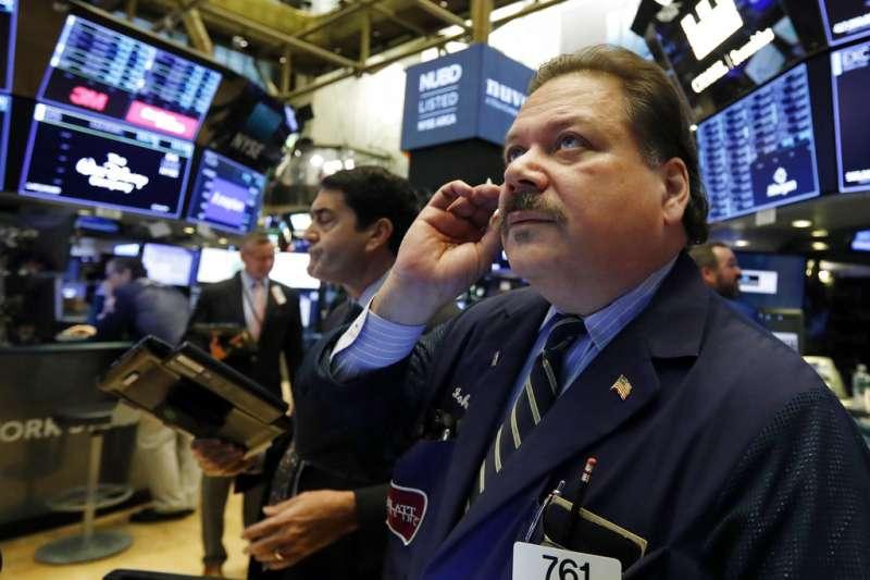 雖然聯準會實施「預防性降息」,外界也對貿易戰下的美國經濟感到悲觀,但現階段景氣數據普遍維持高檔,美股短期內實無陷入空頭的風險可言。(美聯社)