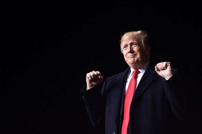 美國總統川普在威斯康辛州舉行造勢活動。(美聯社)