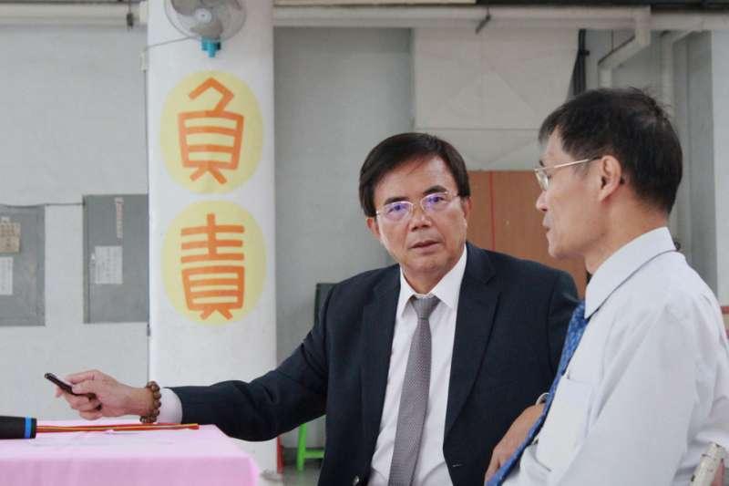 蔡碧仲推出「開放政府」的絕招,讓縣民掌握施政情況。(侯柏青攝)