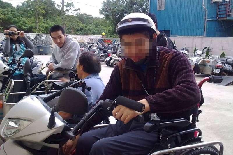 騎上特製摩托車,世界一樣寬廣。(圖/脊髓損傷潛能發展中心提供)