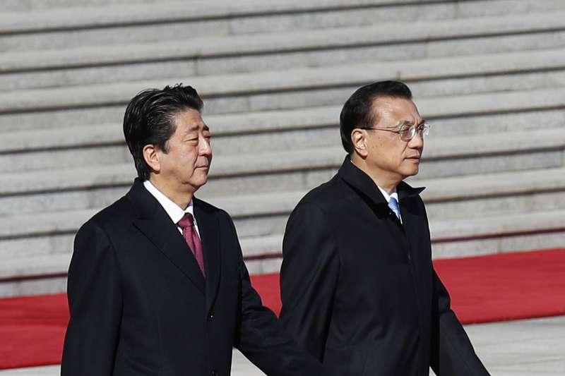 2018年10月26日,日本首相安倍晉三在北京會見中國國務院總理李克強(AP)