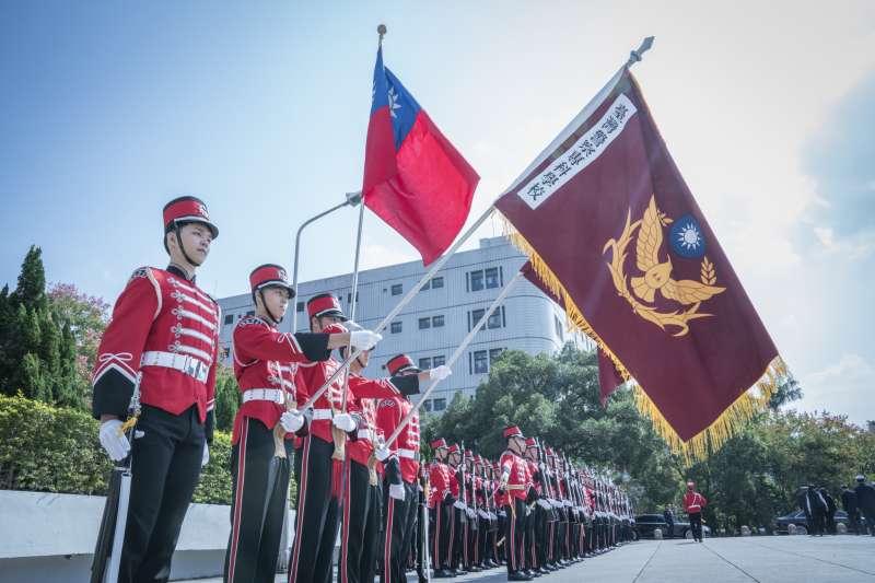20181027-總統蔡英文27日上午出席「台灣警察專科學校73周年校慶大會」,也頒發該校第14屆傑出校友獎。(取自總統府)