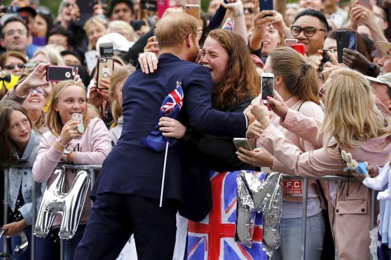 2018年10月,英國哈利王子、梅根王妃出訪澳洲。(AP)