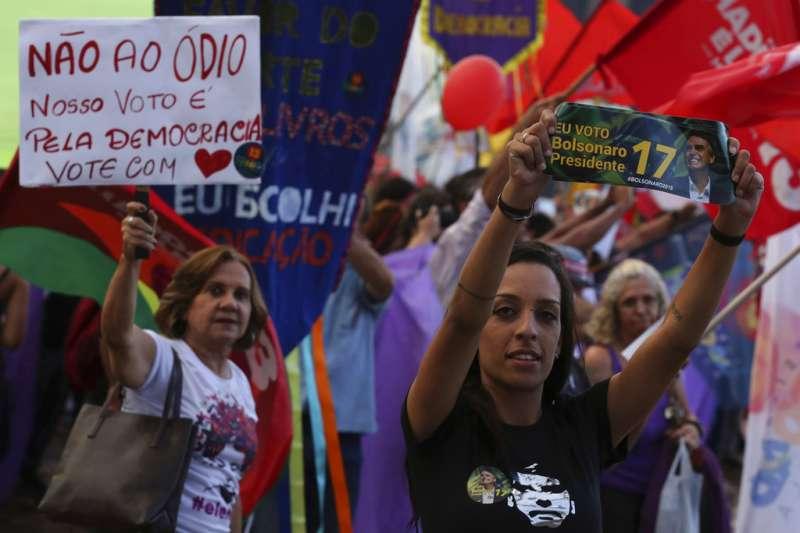 2018年巴西總統大選,領先的候選人博索納羅雖然歧視女性,但仍不乏女性支持者。(AP)