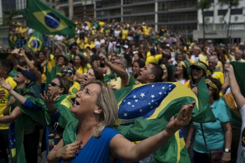 2018年巴西總統大選,支持博索納羅。(AP)