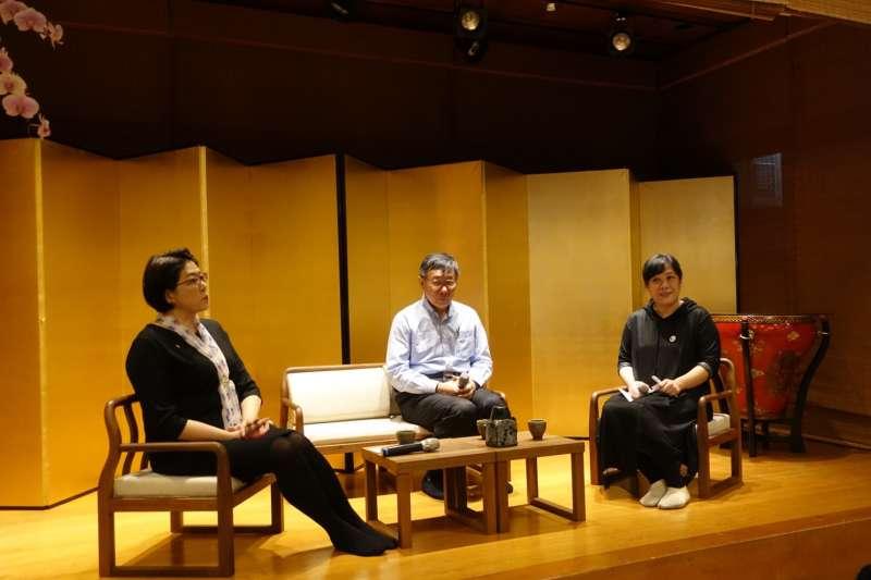 台北市長柯文哲27日下午出席台北進步城市之眷村文化座談會,與婦聯會主委雷倩對談。(讀者提供)