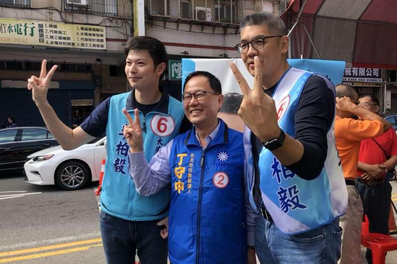 國民黨台北市長候選人丁守中28日上街拉票(丁守中辦公室)