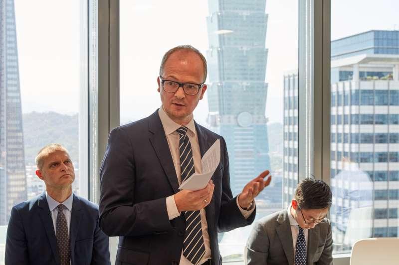 哥本哈根基礎建設基金(CIP)29日宣布,由於風機製造本土化初期成本高,將另外提供系統商三菱維斯塔斯超過1.5億新台幣投資塔架生產工作。圖為CIP台灣區執行長侯奕愷(Jesper Holst)。(CIP提供)
