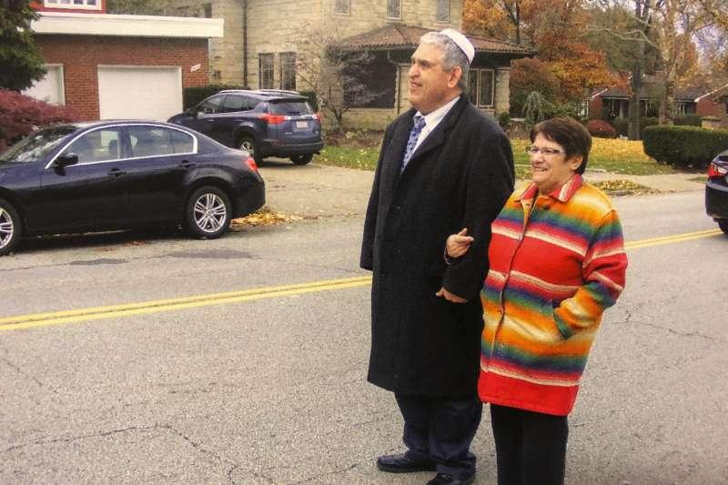 美國匹茲堡猶太教會槍擊案,59歲西西爾.羅森索(左)。(美聯社)