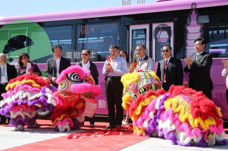 20181029-臺北市長柯文哲今日出席北市第一條電動公車路線通車典禮。(取自北市府官網)