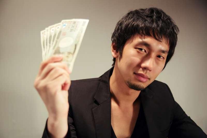 賺錢絕對不是件骯髒的事情,反而能夠創造令人雀躍的新事物,唯有把金錢當成好東西,你才會以謙虛的心態,真心去學習賺錢的方法。(圖/pakutaso)