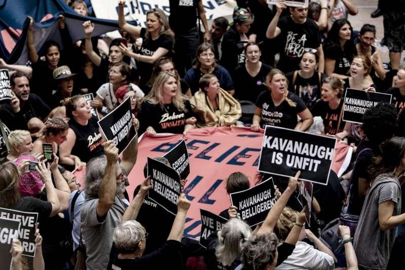 Kavanaugh任命引發的女性遊行,來源:Douglas Christian, ZUMA Wire, REX, Shutterstock。(作者提供)